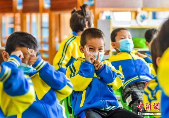 新疆策勒易地搬迁建起幼儿园 帮助村民解决后顾之忧