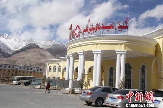 新疆海拔最高的医院塔县人民医院,由深圳援助建设。 朱景朝 摄